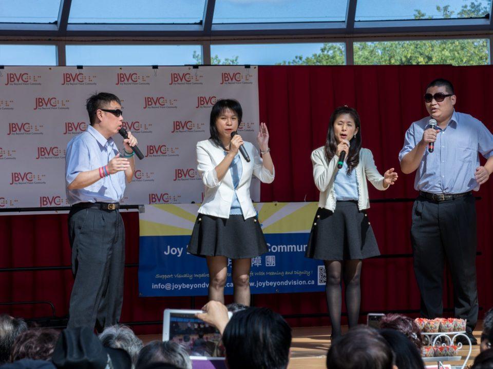 Taiwanese VIPs group singing performance